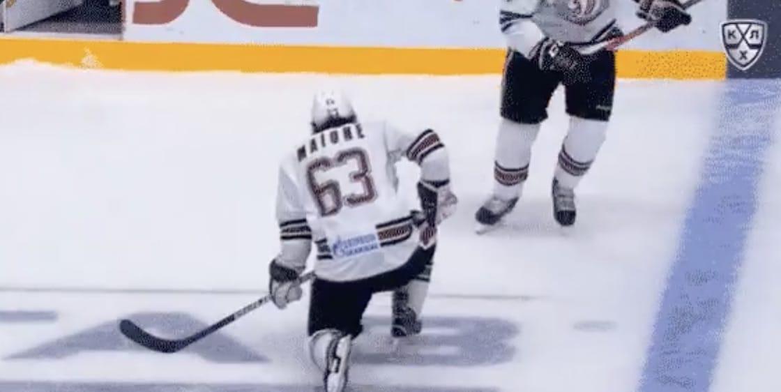 Video: Salavat Ufan Grigori Panin esitti härskin polvitaklauksen – sai neljän ottelun pelikiellon
