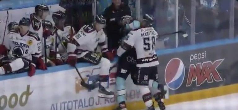 Video: Pelicansin Hannes Björninen asetettiin pelikieltoon – löi vastustajaa kyynärpäällä
