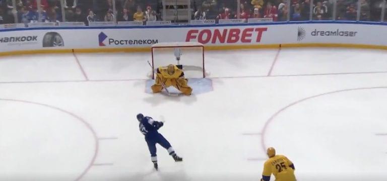 Video: Juha Metsola laittoi Linus Omarkin pelipaidan päälle ja kävi iskemässä maalin KHL:n tähdistöottelussa