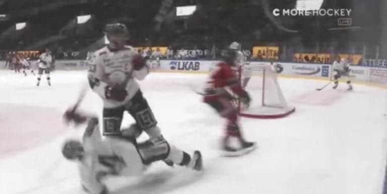 Video: Älytön niitti! Linköping-puolustaja ajoi joukkuekaverinsa aivan pystyyn