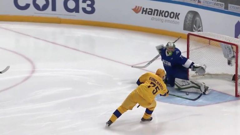 Video: Maalivahtina toiminut Linus Omark venytti huikeaan torjuntaan KHL:n tähdistöottelussa