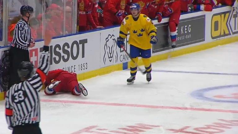 Video: Ruotsin Nils Höglander lensi suihkuun U20 MM-välierässä