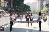 Video: Sao Paulon perinteinen juoksukisa sai uskomattoman lopun - johtaja tuuletteli jo voittoaan ja tuli ohitetuksi maaliviivalla