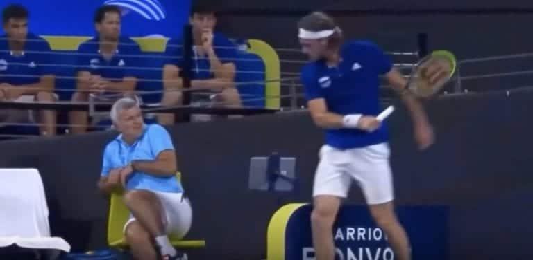 Video: Stefanos Tsitsipas menetti hermonsa – huitaisi isäänsä tennismailalla ja sai läksytyksen äidiltään