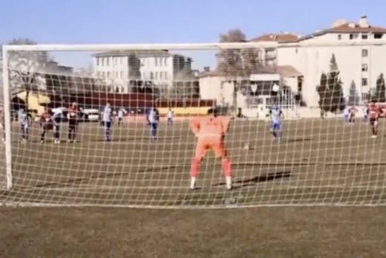 Video: Turkin alasarjassa koettiin uskomatonta draamaa – maalivahti lensi suihkuun rankkaritorjunnan jälkeen ja puolustaja joutui maaliin