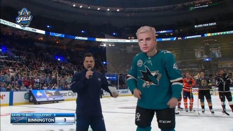 "Video: ""Justin Bieber"" ampui rankkarin NHL:n All-Star -tapahtumassa – taustalla somehaaste"