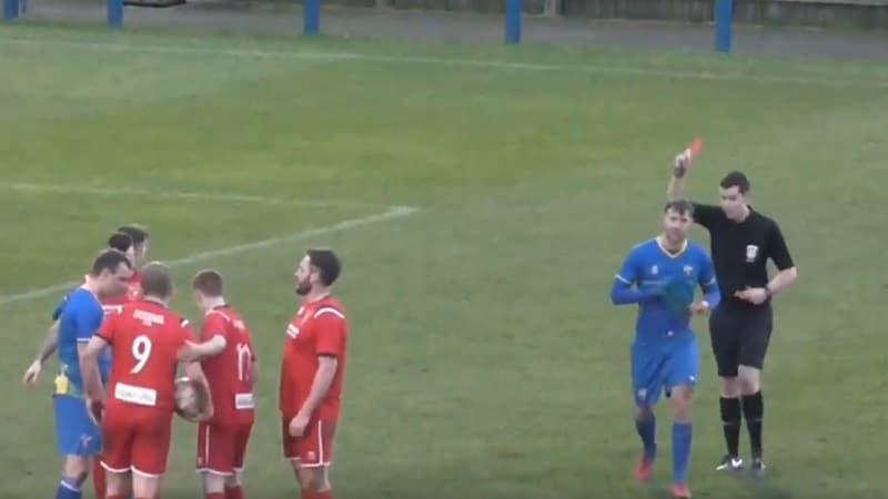 """Video: Pelaaja sai tuomarilta """"värisuoran"""" Englannin alasarjassa – kolme korttia kerralla"""