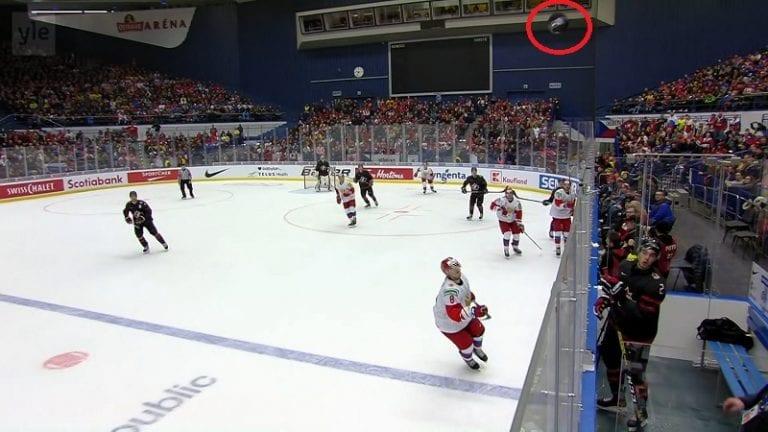 Video: Uskomatonta draamaa U20-finaalin lopussa – kanadalainen tv-kamera pelasti Kanadan varmalta jäähyltä