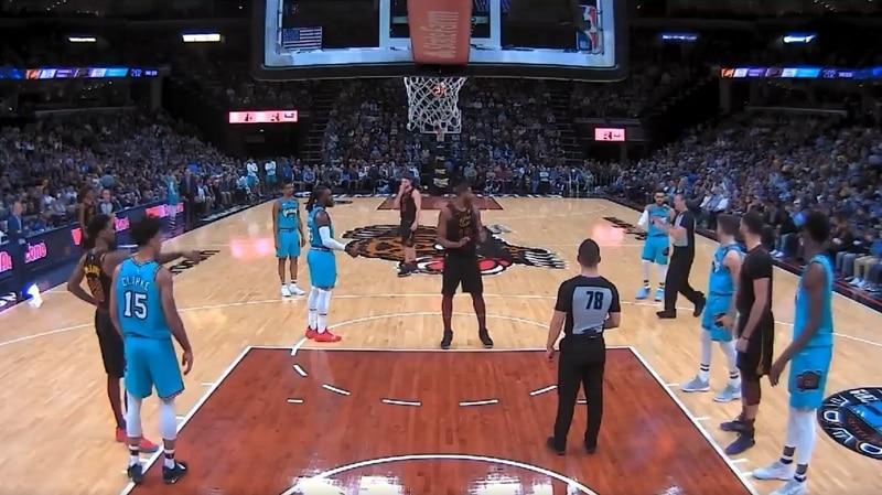 Video: NBA:ssa aivan käsittämätön ylireagointi – läpsäisy takapuolelle toi suihkukomennuksen