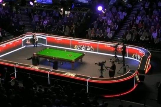 Video: Häirikkö iski snookerin Masters-finaaliin - aiheutti keskeytyksen pierukoneella