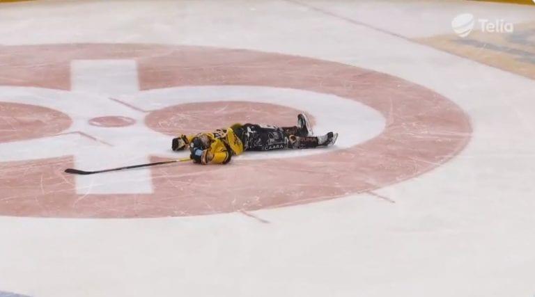 Video: Turo Asplundilta kammotaklaus – tuli jäähyaitiosta ja ajoi Miikka Pitkästä pimeästä kulmasta päähän