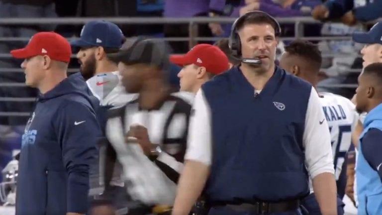 Video: NFL-valmentaja lähti lentoon kesken lauseen – tuomari veti aivan levyksi