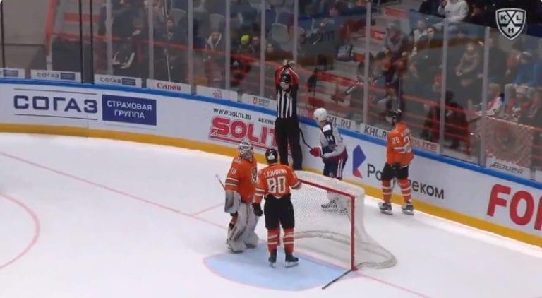 Video: KHL:ssä hurjaa draamaa – playoffs-paikka ratkesi mailanheittoon