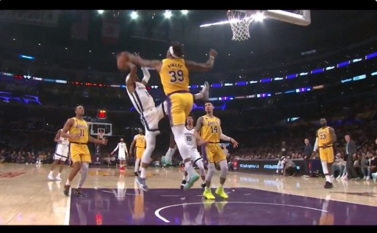 Video: Dwight Howard esitteli todellisen monsteriblokin NBA:ssa