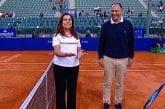 Video: Kolikonheitto meni aivan reisille ATP-matsissa - nainen ei meinannut millään tajuta homman jujua