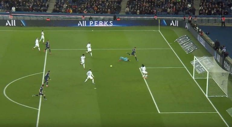 Video: Lyon iski todella koomisella tavalla pallon omiin – onko tässä vuoden noloin oma maali?