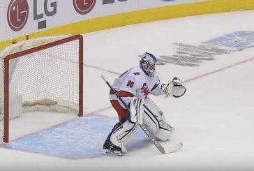 Video: NHL:ssä uskomaton tilanne – 42-vuotias jääkoneenkuljettaja joutui maaliin Torontoa vastaan ja torjui Carolinan voittoon