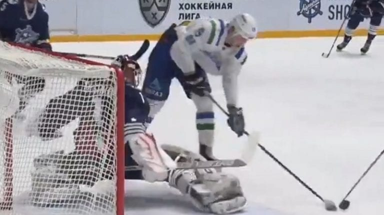 Video: Admiral-veskari teki aivan älyttömän pelastuksen KHL:ssä