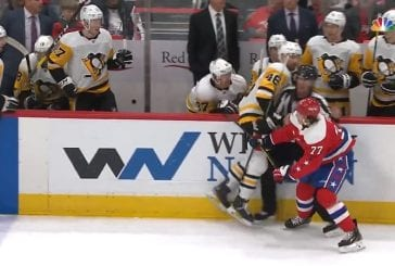 Video: Sidney Crosby puuttui peliin vaihtopenkiltä - tarttui vastustajan mailaan ja jäi kiinni