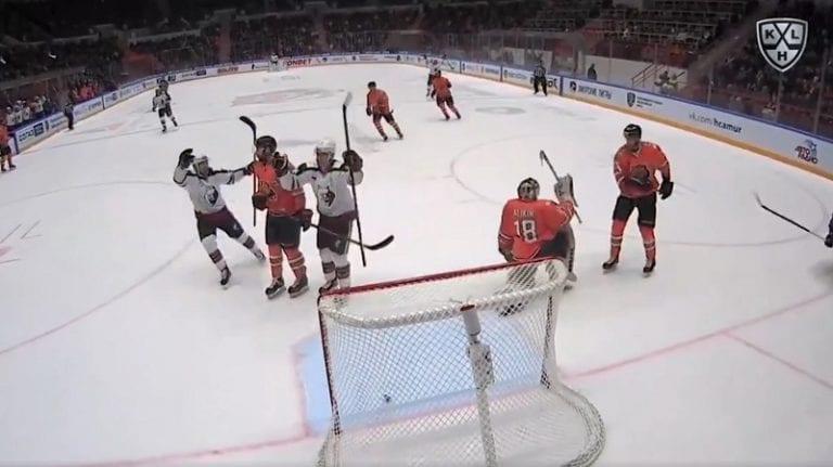 Video: Jonas Enlund pisti show'n pystyyn KHL:ssä – nakutti puhtaan hattutempun