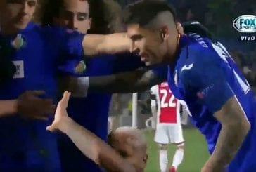 Video: Getafen hyökkääjä poseerasi maalin jälkeen Ajax-katsomon edessä - fani heitti esineellä, pelaaja lakosi