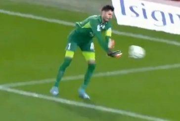 Video: Aivan jäätävää tunarointia - Grenoblen maalivahti heitti pallon omaan maaliin