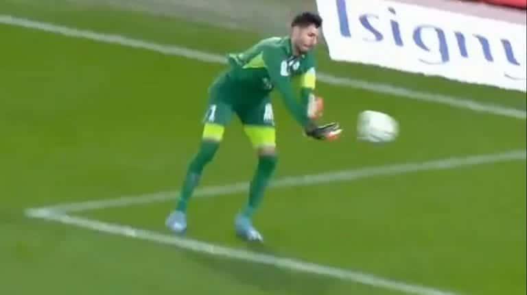 Video: Aivan jäätävää tunarointia – Grenoblen maalivahti heitti pallon omaan maaliin