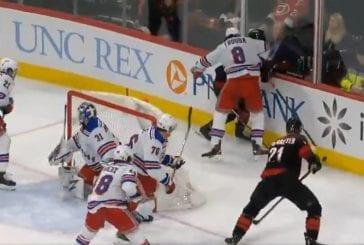 Video: Erik Haula otti lukua - Rangers-pakki taklasi rumasti suoraan päähän