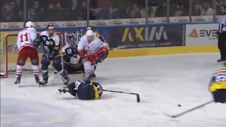 Video: Väärä aika, väärä paikka – NLA-pelaaja sai kahdesti kiekon päähänsä kolmen sekunnin aikana