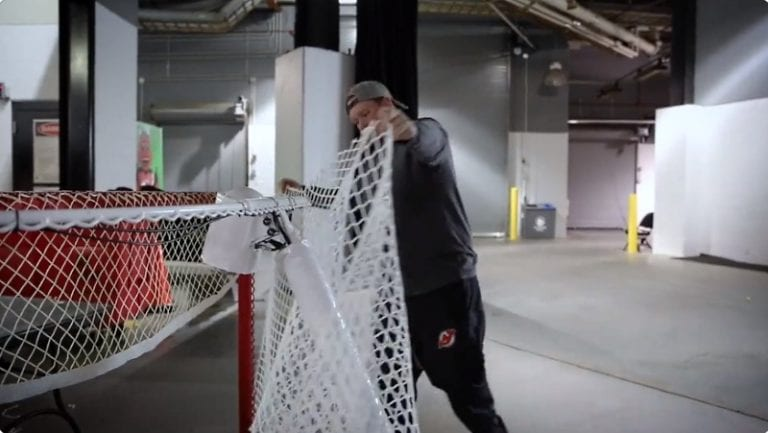 Video: New Jersey Devilsiltä upea ele – Alexander Ovechkin saa historiallisen maaliverkon itselleen