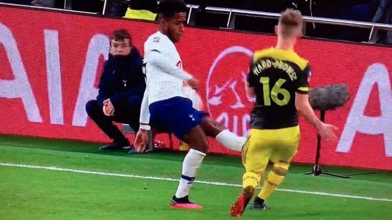 """Video: Southampton-pelaaja loukkaantui karusti – """"Ei v***u, se on auki luuhun asti!"""""""