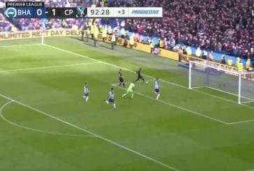 Video: Crystal Palacelta Valioliiga-kauden karmein missaus - Wilfried Zaha ampui tolppaan 2vs0-hyökkäyksen päätteeksi