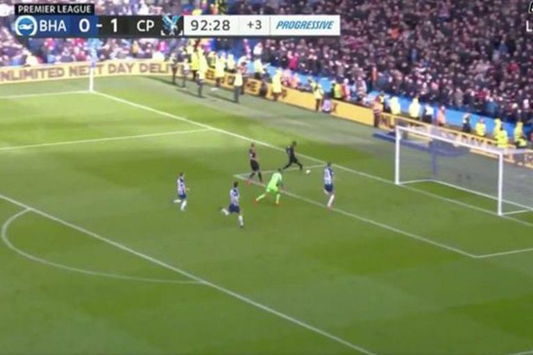 Video: Crystal Palacelta Valioliiga-kauden karmein missaus – Wilfried Zaha ampui tolppaan 2vs0-hyökkäyksen päätteeksi