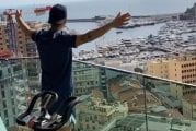 Video: Cesc Fabregas & karanteenihuvit: Näytteli klassikkoleffan kohtauksen parvekkeellaan