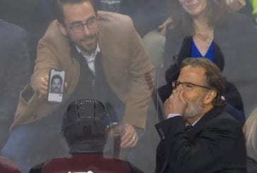 Video: Fani yritti päästä John Tortorellan ihon alle - näytti tälle kuvaa nuoresta Tortorellasta