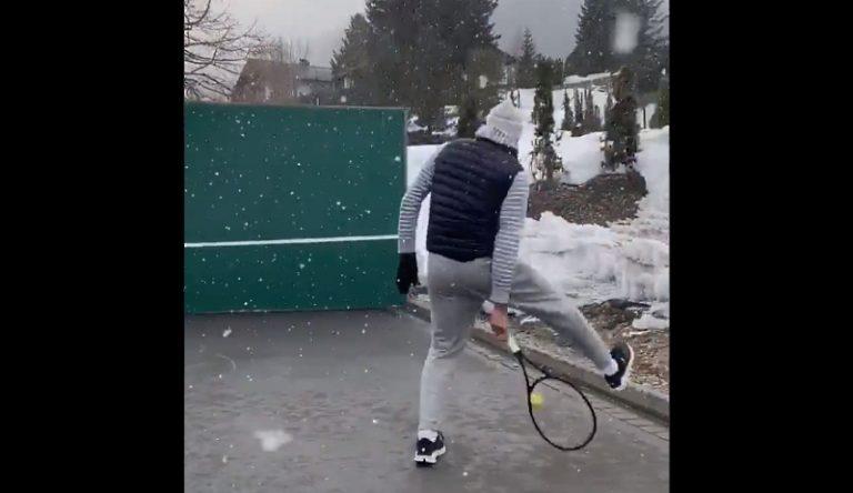 """Video: Roger Federer julkaisi talvihenkisen tennispätkän – """"Pidän huolta, että kikkalyönnit sujuvat yhä"""""""