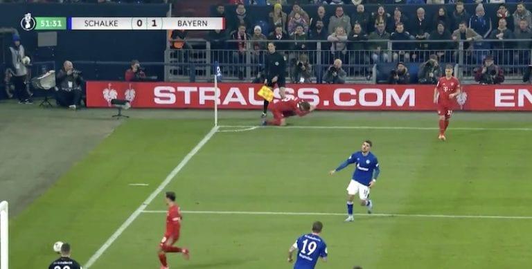 Video: Bayernin Thomas Müller esitteli yhden huonoimmista kulmapotkuista koskaan