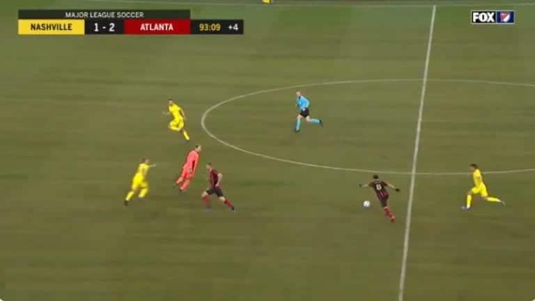 Video: MLS:ssä erikoinen tilanne: maalivahti seikkaili keskikentällä ja torjui pallon käsillään – sai vain keltaisen