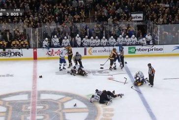 Video: NHL:n tilannehuone keskeytti Boston-Tampa -ottelun - jäällä syttyi kiihkeä joukkotappelu