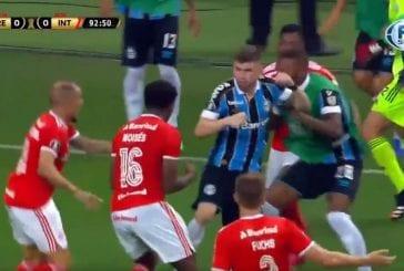 Video: Copa Libertadoresin ottelu räjähti käsiin - silmitön joukkotappelu johti kahdeksaan ulosajoon