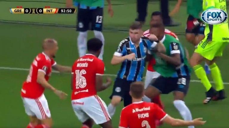 Video: Copa Libertadoresin ottelu räjähti käsiin – silmitön joukkotappelu johti kahdeksaan ulosajoon