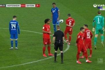 Video: Törkeä banderolli oli liikaa - Bayern München ja Hoffenheim pallottelivat ottelun lopun keskenään