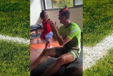 Video: Cristiano Ronaldon kotitreeni on koko perheen juttu - käytti lapsiaan painoina