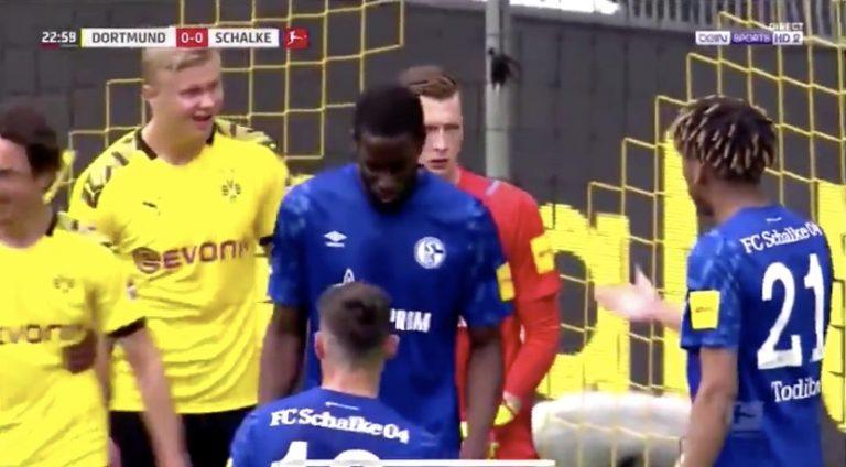 Video: Schalke-puolustaja heitti todella rivon kommentin Hålandille – karma iski pahasti takaisin