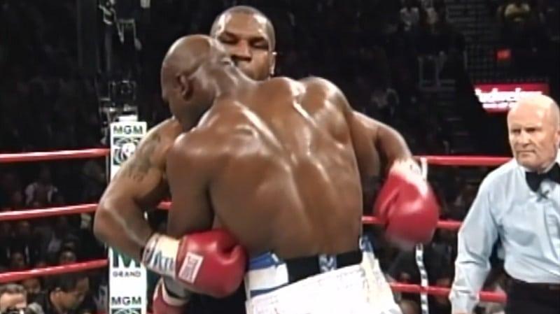 """Evander Holyfield lateli melkoista tarinaa Tysonin puraisusta – """"Halusin purra häntä naamaan, mutta profeetta esti sen"""""""