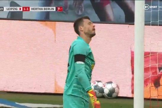 Video: Hertha-veskarilta koominen sähellys - kauhaisi pallon omaan rysään