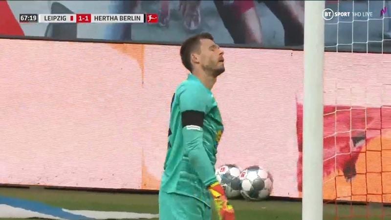 Video: Hertha-veskarilta koominen sähellys – kauhaisi pallon omaan rysään