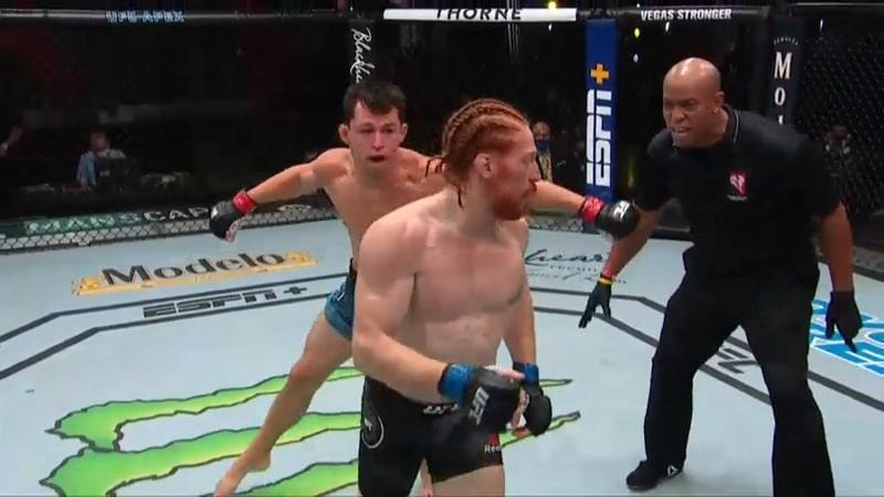 Video: UFC-ottelija jätti erän ylimielisesti kesken – vastustaja kuittasi terävällä pommilla