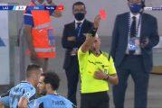 Video: Fiorentinan Dusan Vlahovic näki punaista - tyly isku vastustajaa päähän