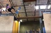 Video: 11-vuotias huippulupaava skeittari putosi karmivalla tavalla -
